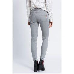 Roxy - Jeansy Rebel. Białe jeansy damskie rurki marki Roxy, l, z nadrukiem, z materiału. W wyprzedaży za 139,90 zł.