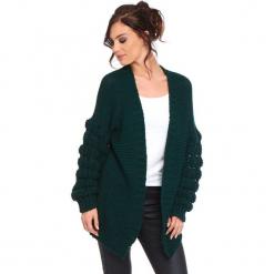 """Kardigan """"Shai"""" w kolorze zielonym. Zielone kardigany damskie marki Cosy Winter, s, ze splotem. W wyprzedaży za 181,95 zł."""