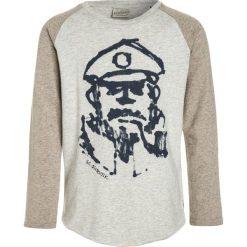 Scotch Shrunk COLOURBLOCK RAGLAN WITH ARTWORKS Bluzka z długim rękawem grey melange. Niebieskie bluzki dziewczęce bawełniane marki Scotch Shrunk. W wyprzedaży za 143,20 zł.