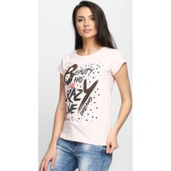 Różowy T-shirt Beauty and Crazy Live. Czerwone bluzki damskie marki Born2be, l. Za 14,99 zł.
