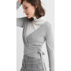 Golfy damskie: Sweter wiązany kopertowo
