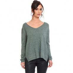 """Sweter """"Talia"""" w kolorze khaki. Brązowe swetry klasyczne damskie marki Cosy Winter, s, ze splotem. W wyprzedaży za 181,95 zł."""