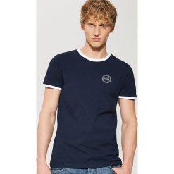 T-shirt z kontrastowym obszyciem - Granatowy. Czarne t-shirty męskie marki KIPSTA, z poliesteru, do piłki nożnej. Za 35,99 zł.