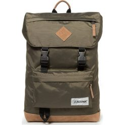 """Plecak """"Rowlo"""" w kolorze khaki - 27 x 43,5 x 15 cm. Brązowe plecaki męskie Eastpak, w paski, z materiału. W wyprzedaży za 173,95 zł."""