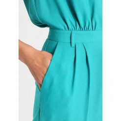 NAF NAF EMYRIA  Kombinezon turquoise. Niebieskie kombinezony damskie marki NAF NAF, z materiału. W wyprzedaży za 399,20 zł.