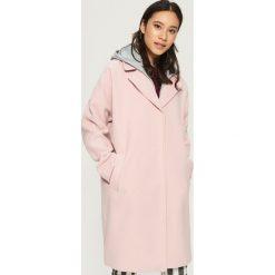 Płaszcz z kapturem - Różowy. Czerwone płaszcze damskie Sinsay, l. W wyprzedaży za 159,99 zł.