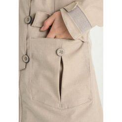 Bergans BJERKE  Kurtka hardshell greyish beige. Brązowe kurtki damskie turystyczne Bergans, xl, z hardshellu. W wyprzedaży za 707,40 zł.