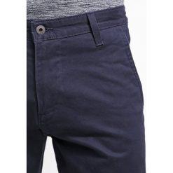 Chinosy męskie: DOCKERS ALPHA Spodnie materiałowe dark blue
