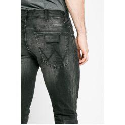 Wrangler - Jeansy Bryson. Czarne jeansy męskie skinny Wrangler. W wyprzedaży za 239,90 zł.