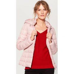Pikowana kurtka z kapturem - Różowy. Czerwone kurtki damskie pikowane marki Mohito, z kapturem. Za 149,99 zł.