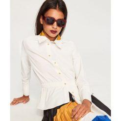 Koszula podkreślająca talię - Biały. Czerwone koszule damskie marki OLAIAN, z materiału, sportowe. Za 119,99 zł.