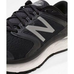 New Balance FRESH FOAM 1080 Obuwie do biegania treningowe black/white. Czarne buty do biegania męskie New Balance, z materiału. W wyprzedaży za 535,20 zł.