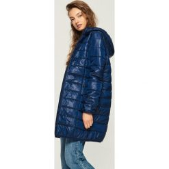 Płaszcz z kapturem - Granatowy. Niebieskie płaszcze damskie pastelowe Sinsay, l. W wyprzedaży za 79,99 zł.