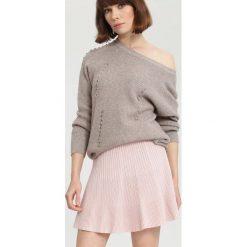 Khaki Sweter A Little Love. Brązowe swetry klasyczne damskie marki other, na jesień, l. Za 99,99 zł.