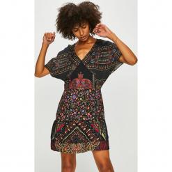 Desigual - Sukienka. Szare sukienki mini marki Desigual, na co dzień, s, z poliesteru, casualowe, z krótkim rękawem. W wyprzedaży za 299,90 zł.