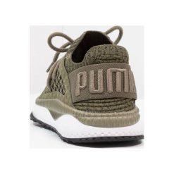 Puma TSUGI NETFIT EVOKNIT Tenisówki i Trampki olive night/white/black/quarry. Zielone trampki męskie Puma, z materiału. W wyprzedaży za 381,75 zł.