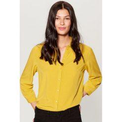Klasyczna koszula - Żółty. Żółte koszule damskie Mohito, klasyczne, z klasycznym kołnierzykiem. Za 79,99 zł.