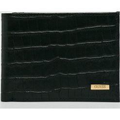 Guess Jeans - Portfel skórzany. Czarne portfele męskie Guess Jeans, z aplikacjami, z jeansu. W wyprzedaży za 239,90 zł.