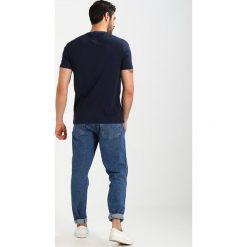 T-shirty męskie z nadrukiem: Original Penguin DISTRESSED LOGO TEE  Tshirt z nadrukiem dark saphire