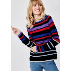 Kaszmirowy sweter w kolorze czarno-niebiesko-czerwonym. Czarne swetry klasyczne damskie marki Manode, s, z kaszmiru, z dekoltem w łódkę. W wyprzedaży za 391,95 zł.
