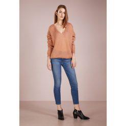 CLOSED Sweter rose orange. Brązowe swetry klasyczne damskie CLOSED, xs, z materiału. Za 749,00 zł.