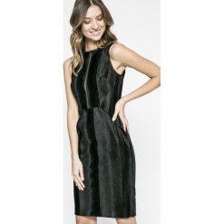 Marciano Guess - Sukienka. Szare sukienki mini marki MARCIANO GUESS, na co dzień, s, z aplikacjami, z elastanu, casualowe, z okrągłym kołnierzem, proste. W wyprzedaży za 399,90 zł.