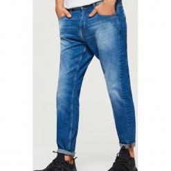 Jeansy CROPPED - Niebieski. Niebieskie jeansy męskie marki Cropp. Za 119,99 zł.