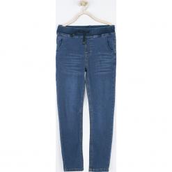 Spodnie. Niebieskie chinosy chłopięce TIME IS NOW, z bawełny. Za 89,90 zł.