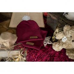 Czapka dziecięca z kominem - bordo. Czerwone czapeczki niemowlęce marki Pakamera, na jesień, z dzianiny. Za 99,00 zł.
