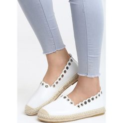 Białe Espadryle Say Yes. Białe espadryle damskie marki Born2be, w koronkowe wzory, z koronki, na obcasie. Za 59,99 zł.