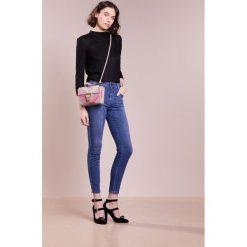 CLOSED PUSHER Jeansy Slim Fit bright mid blue. Niebieskie jeansy damskie CLOSED, z bawełny. Za 749,00 zł.