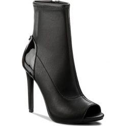 Szpilki GUESS - Abri2 FLAB23 ELE09 BLACK. Czarne buty zimowe damskie marki Guess, z aplikacjami, z materiału. W wyprzedaży za 379,00 zł.