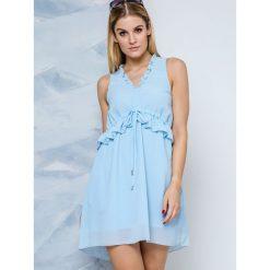 Sukienka Lemonada zbierana w pasie błękitna. Niebieskie sukienki letnie Yups, s, z dekoltem w serek, rozkloszowane. Za 149,90 zł.