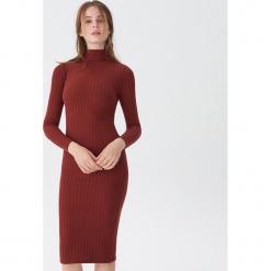 Sukienka z golfem - Bordowy. Czerwone sukienki z falbanami marki House, l, z golfem. Za 99,99 zł.