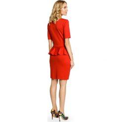 CATALINA Elegancka ołówkowa sukienka z ozdobną baskinką - czerwona. Niebieskie sukienki balowe marki numoco, na imprezę, s, w kwiaty, z jeansu, sportowe. Za 129,99 zł.