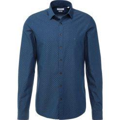 Calvin Klein CLIPS WASHED Koszula blue. Pomarańczowe koszule męskie marki Calvin Klein, l, z bawełny, z okrągłym kołnierzem. Za 359,00 zł.