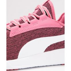 Puma ST TRAINER EVO 2 MULTIKNIT Obuwie treningowe rapture rose/white. Czerwone buty sportowe dziewczęce marki Puma, z materiału. W wyprzedaży za 151,20 zł.