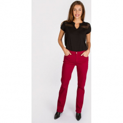 """Dżinsy """"Omar"""" - Regular fit - w kolorze czerwonym. Czerwone spodnie z wysokim stanem Scottage, w paski. W wyprzedaży za 86,95 zł."""