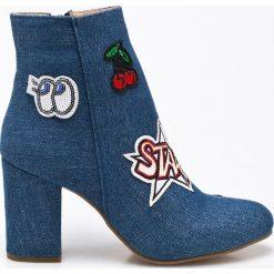 Steve Madden - Botki. Szare buty zimowe damskie marki Steve Madden, z materiału, na obcasie. W wyprzedaży za 159,90 zł.