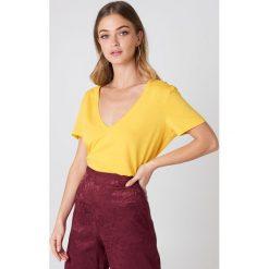 NA-KD Basic T-shirt z dekoltem V - Yellow. Różowe t-shirty damskie marki NA-KD Basic, z bawełny. W wyprzedaży za 20,48 zł.