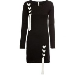 Sukienka dzianinowa z kokardkami bonprix czarny. Czarne sukienki dzianinowe marki bonprix, z okrągłym kołnierzem, dopasowane. Za 99,99 zł.