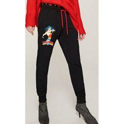 Spodnie dresowe damskie: Dresowe spodnie wonder women – Czarny
