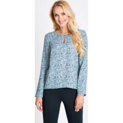 Bluzki damskie: Błękitna bluzka w mini trójkąty QUIOSQUE