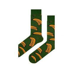 Skarpety zielone w banany. Fioletowe skarpetki męskie marki Em men's accessories, z bawełny. Za 29,99 zł.