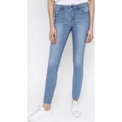 Vero Moda - Jeansy VMSEVEN. Niebieskie jeansy damskie marki Vero Moda. W wyprzedaży za 69,90 zł.