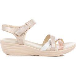 Sandały na rzep ADELYNN. Białe sandały damskie marki KYLIE. Za 89,99 zł.