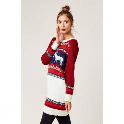 Sweter w kolorze czerwono-białym ze wzorem. Białe swetry klasyczne damskie marki SCUI, z okrągłym kołnierzem. W wyprzedaży za 139,95 zł.