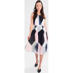Banana Republic PLEATED DRESS ABSTRACT COLOR Sukienka letnia pink/multicoloured. Niebieskie sukienki letnie marki Banana Republic. W wyprzedaży za 439,20 zł.