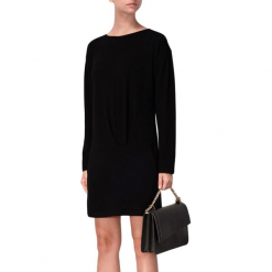 Sukienka w kolorze czarnym. Sukienki małe czarne marki BOHOBOCO, z okrągłym kołnierzem, proste. W wyprzedaży za 689,95 zł.