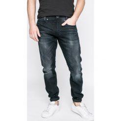 G-Star Raw - Jeansy D-Staq. Niebieskie jeansy męskie z dziurami marki G-Star RAW. W wyprzedaży za 359,90 zł.